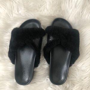 EUC Vince Garrison fur slides in black size 6